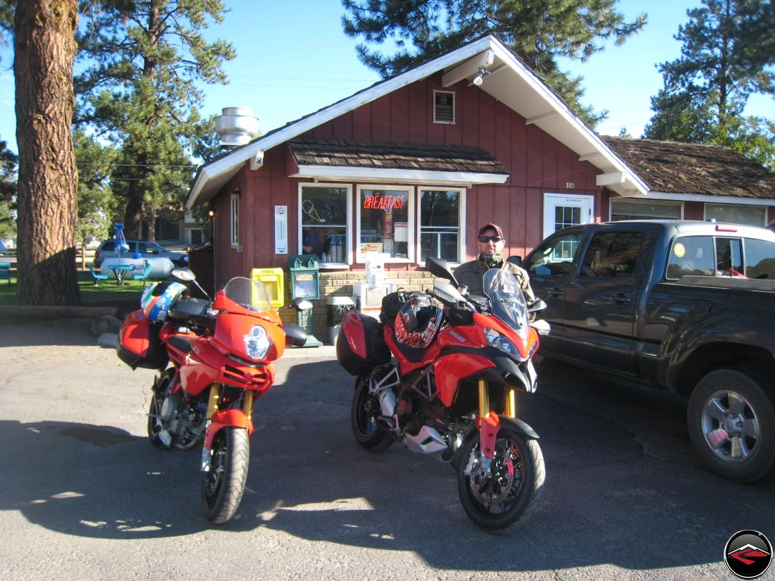 motorcycles stopping for breakfast in Sisters, Oregon